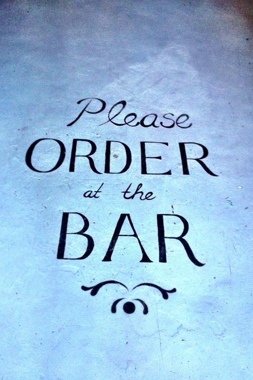 aan de bar bestellen