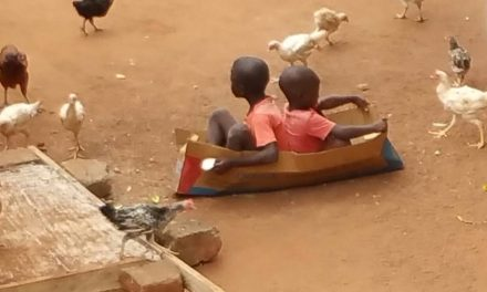 Spelende kinderen in Togo